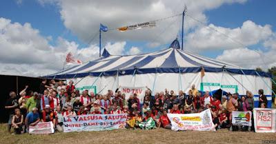 - Grande réussite du forum européen contre GPII (Grands Projets Inutiles et Imposés) dans - Aéroport Notre Dame Des Landes 2012-07-11_15.52.02_Forum_GPII_Acipa_8816_575pix