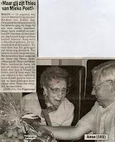 Anna Aerts op 102-jarige leeftijd met burgemeester Mathieu Bierkens