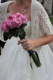 Bruidsfoto bruid met sjaal van gebreidesjaals.