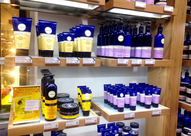 neals yard remedies blogger event organic skincare bee lovely collection