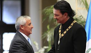 Ricardo Arjona devolverá la máxima condecoración que otorga Guatemala al presidente,