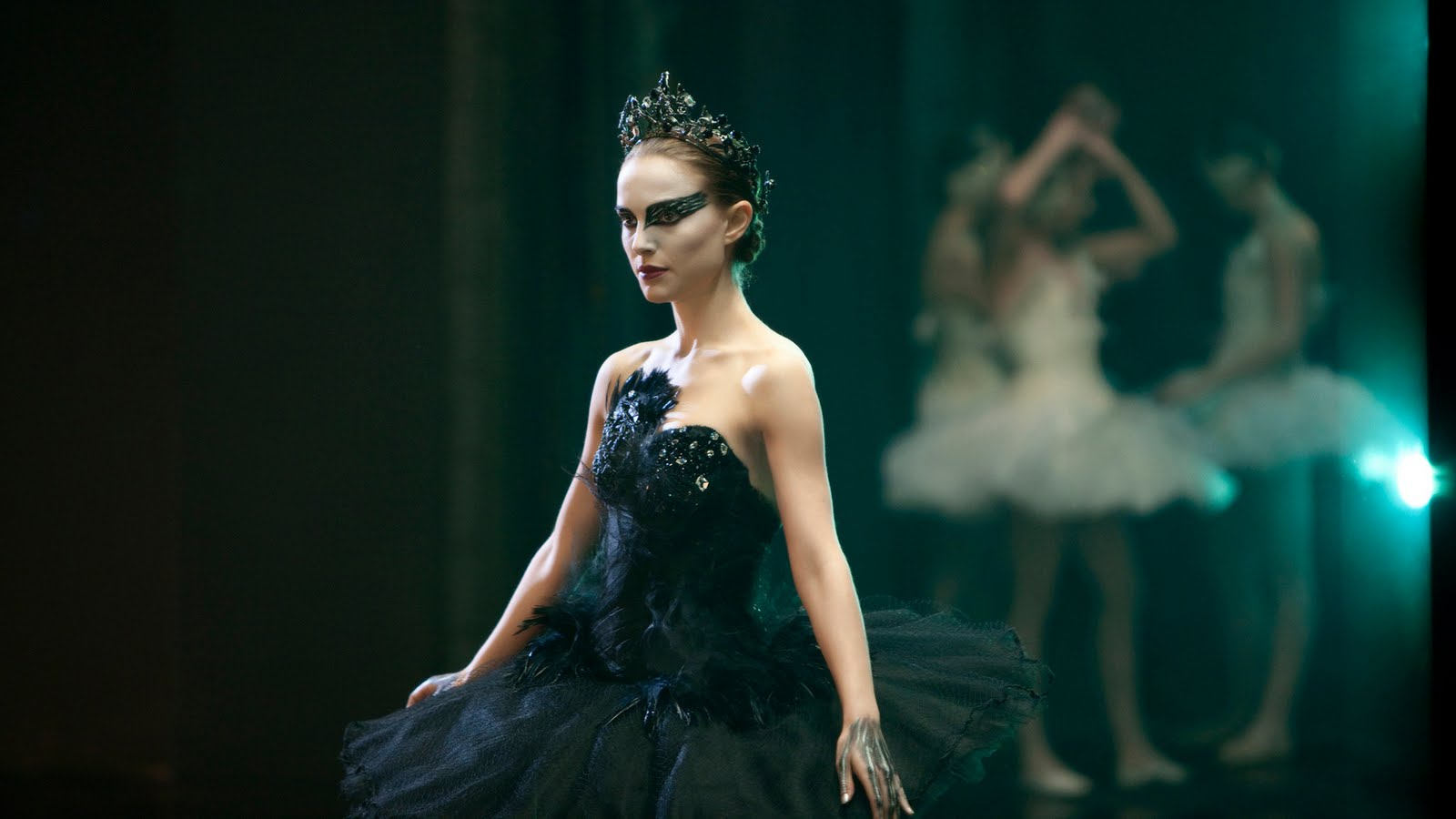 http://4.bp.blogspot.com/-VBlpXBiDCXo/TeFL97ji0OI/AAAAAAAAALE/q7jr7nz6kkQ/s1600/11+Black-Swan+Fot-Wallpaper-Photo-Natalie-Portman-as-Nina-Sayers-6.jpg