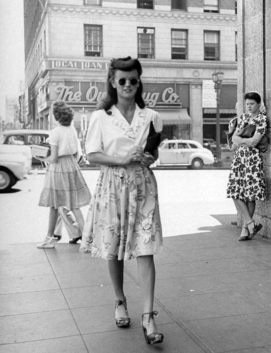 Find and save ideas about s fashion women on Pinterest. | See more ideas about s fashion dresses, s style and 40s fashion. s style and 40s fashion. Find and save ideas about s fashion women on Pinterest. | See more ideas about s fashion dresses, s style and 40s fashion. fashion - Womens Dress Code in the War.