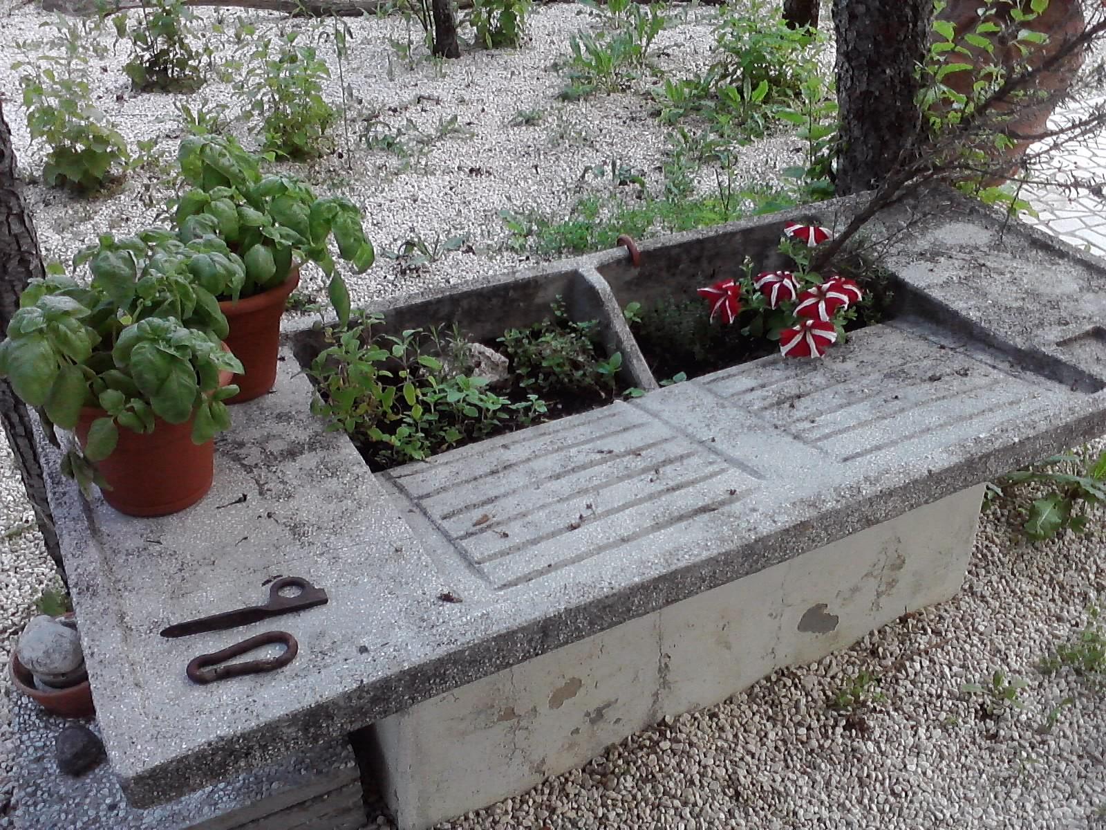 Petite italienne barbecue in famiglia - Lavatoio da giardino ...