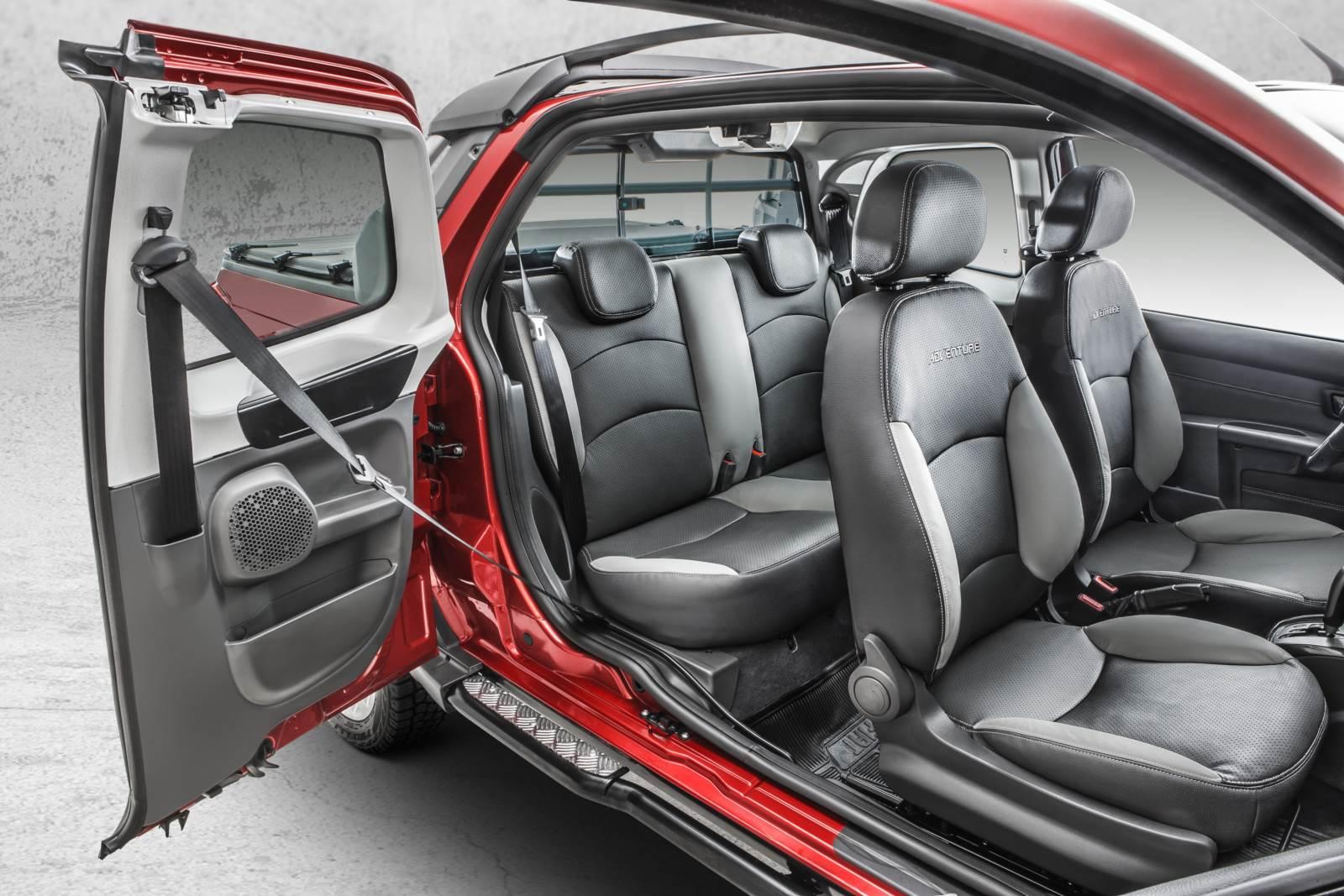 Fiat Strada Cabine Dupla - Interior