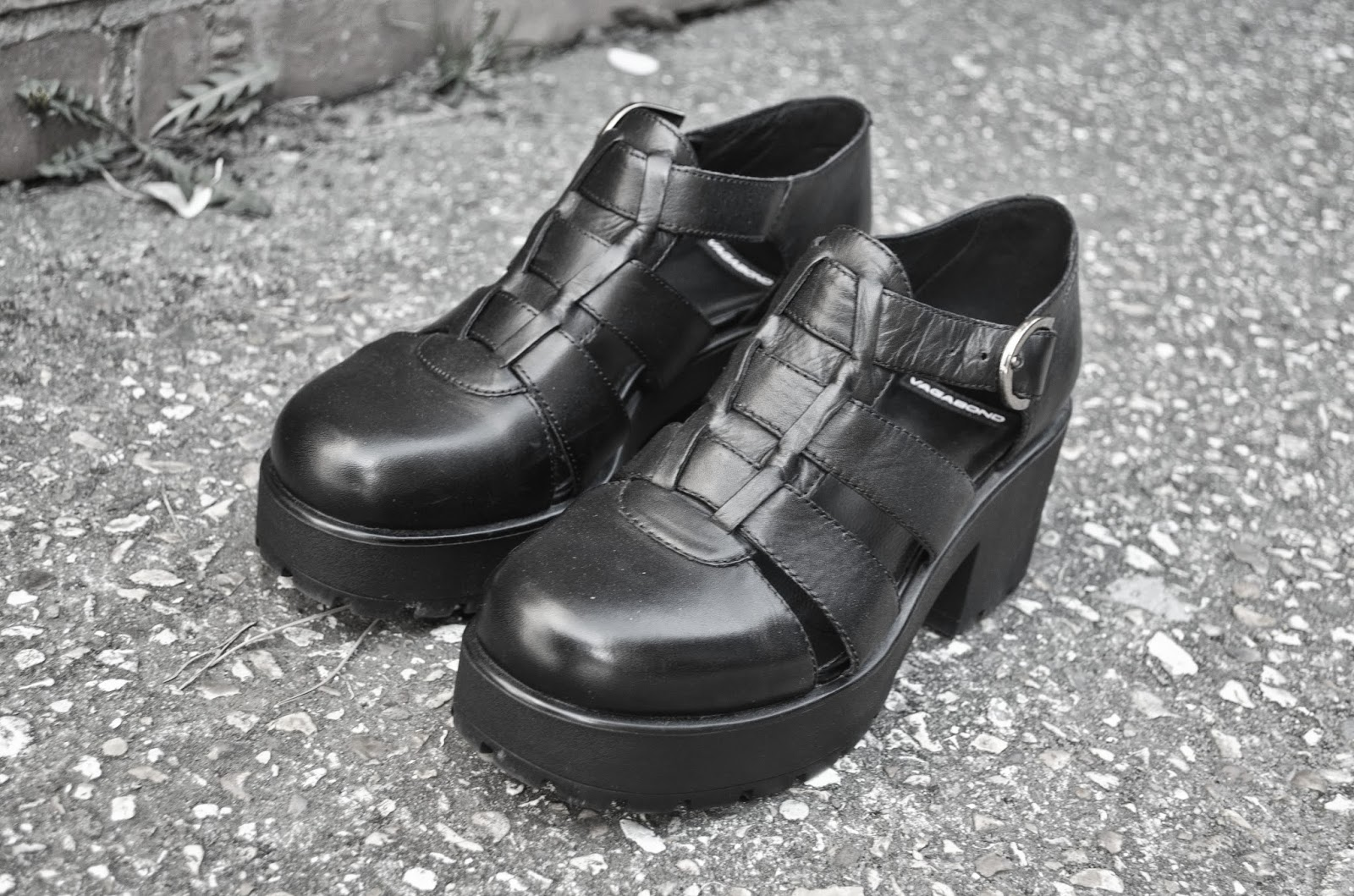 Black vagabond sandals - The Cutaway Detailing On The Side Makes Them Perfect For Spring But You Can Also Rock Them In Autumn With A Nice Pair Of Socks The Chunky Heels Makes It