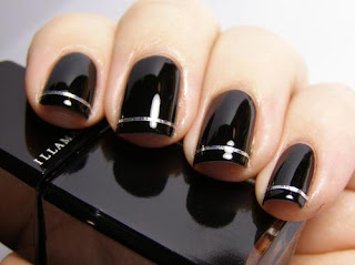 Uñas decoradas en negro elegante