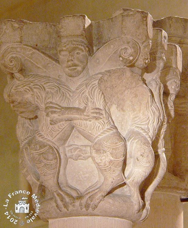 PARIS (75) - Musée National du Moyen Age : Chapiteaux romans