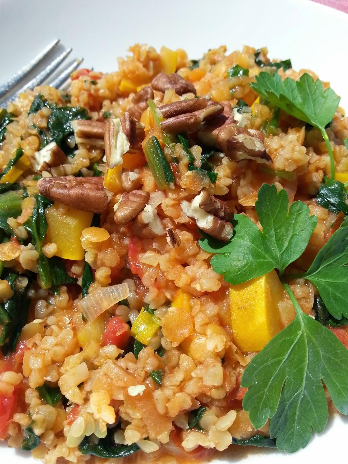 Linzen met groenten, kruiden en bulghur