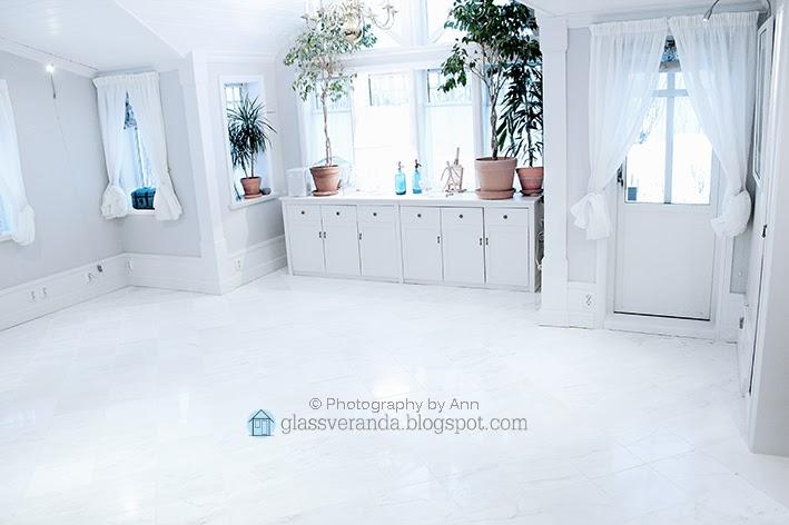 Glassveranda: stuemøblene er solgt! gulvet ble skinnende hvitt igjen!