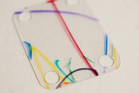 Как сделать стильный браслет из пластикового контейнера