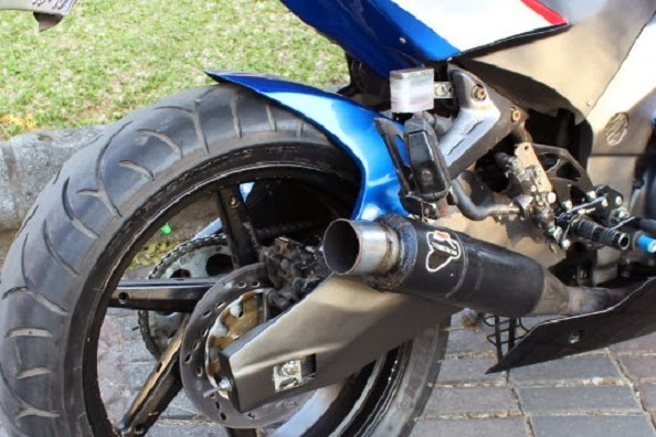 Modifikasi Honda Megapro Bergaya SuperBike kaki