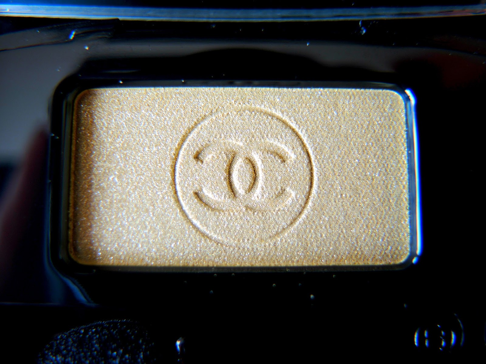 Chanel Éclairé Ombre Essentielle Soft Touch Eyeshadow Review, Photos, Swatches