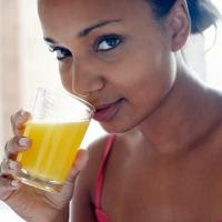 Manfaat Jus Jeruk untuk Melangsingkan Tubuh gambar jus jeruk yang baik untuk menurunkan berat badan