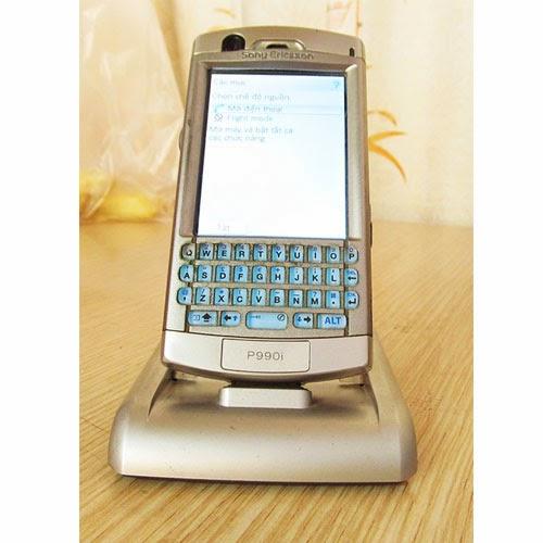 Mình bán Sony Ericsson P990i cũ giá tốt tại Hà Nội. Máy nguyên bản, chưa trọc ngoáy, tem bóng còn nguyên, mọi tính năng hoạt động tốt, 3G wifi đủ cả, nghe gọi sóng khỏe, loa to không rè, phím êm, cảm ứng nhạy, màn đẹp, không lỗi, không xước. Nói chung là máy chuẩn, không có lỗi gì cả, hình thức như ảnh chụp dưới đây, tặng kèm đế CDS-60, thẻ nhớ xin 64Mb, như ảnh chụp. Giá: 950.000 (máy, pin, sạc zin, bút, thẻ nhớ, đế CDS-60) Liên hệ: 0904.691.851