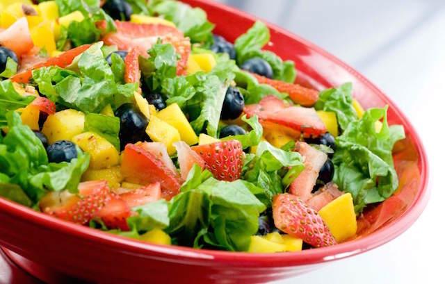 ensalada de verduras y frutas