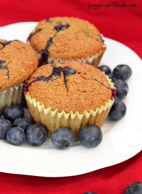 Juggling With Kids: Low Fat Oatmeal Blueberry Muffins