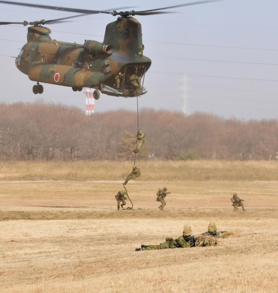 Japan Self-Defense Forces 1st Airborne Brigade's drills pics ...