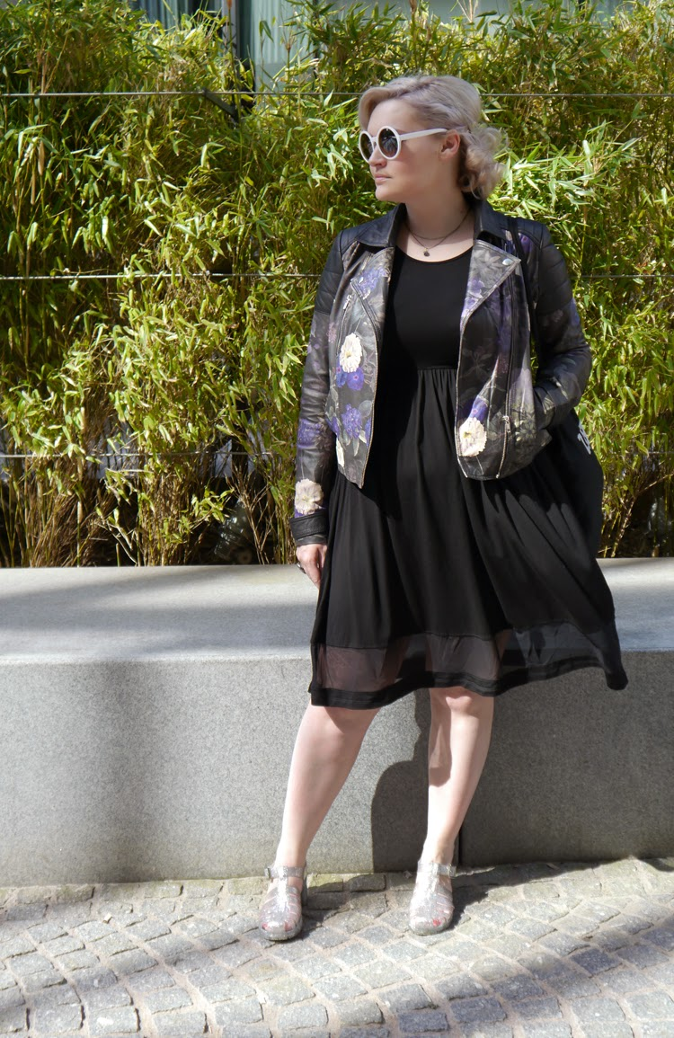 Secret Garden, leather, floral, maternity, plus size, fbloggers, #scotstreetstyle, style, fashion, street style, toughen up, girly,