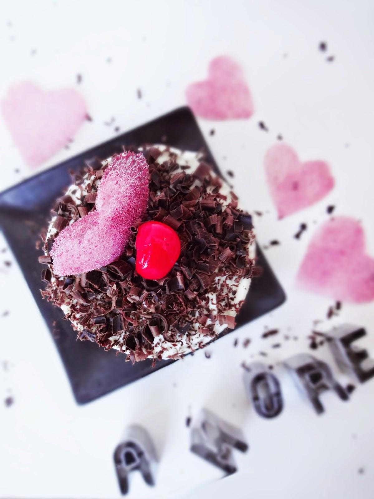 basteln malen kuchen backen valentinstag liebestorte und bonbonchips. Black Bedroom Furniture Sets. Home Design Ideas