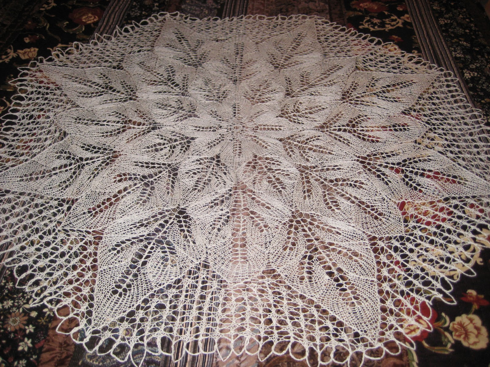Knitting Pattern For Lace Tablecloth : Sweet n Pretty Things: More knitted lace tablecloth goodness