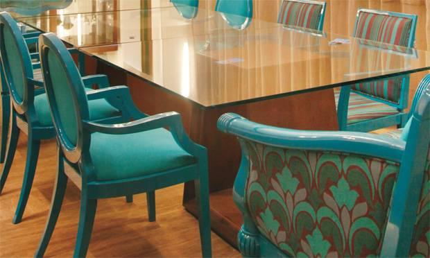 Cadeiras-diferentes-na-sala-de-jantar-10