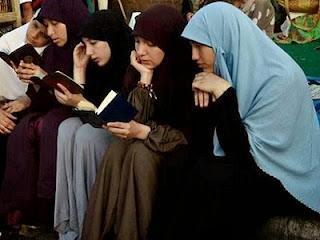 Akhwat IM baca Qur'an