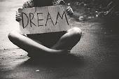 Los sueños son solo sueños,jamás se harán realidad.