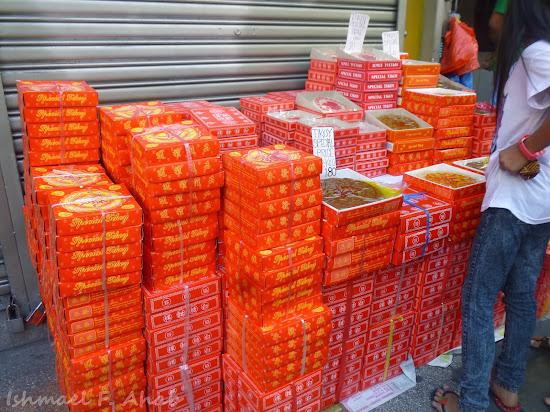 Binondo Chinatown 2014 Chinese New Year - tikoy along Ongpin Street