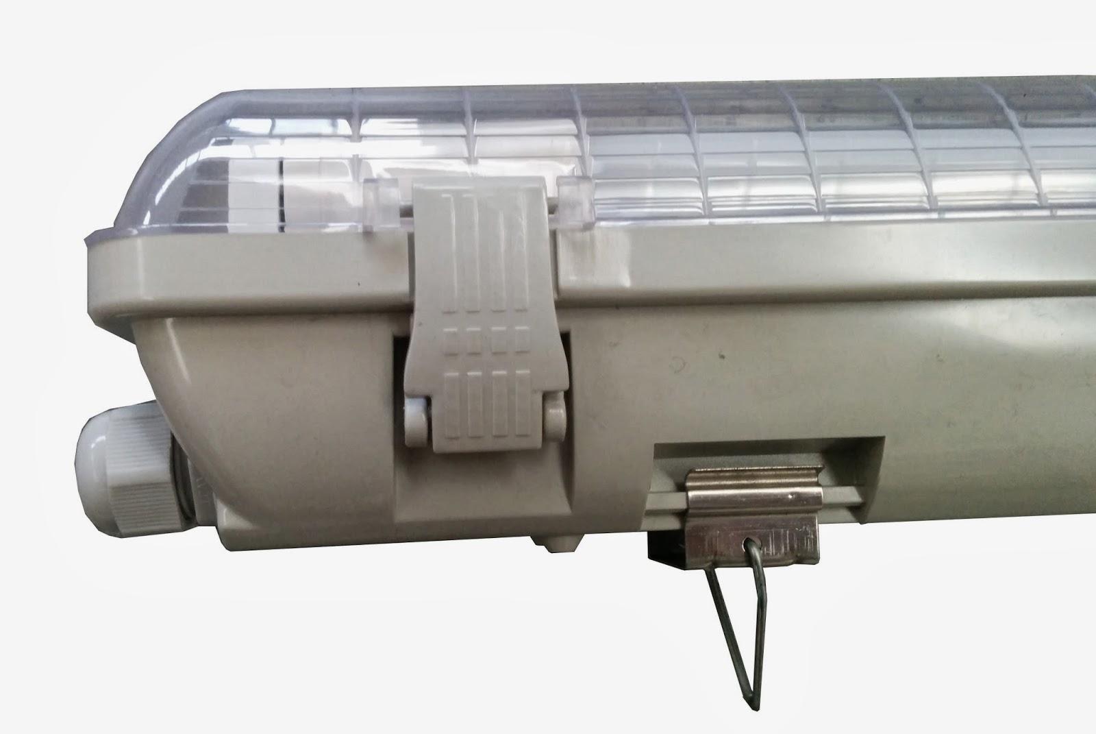 Plafoniera Con Tubo Led : Illuminazione led: plafoniere stagne tubolari per tubi led t8