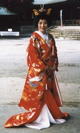 Kimono Wedding Dresses 52 Fancy Traditional Japanese Wedding Kimono