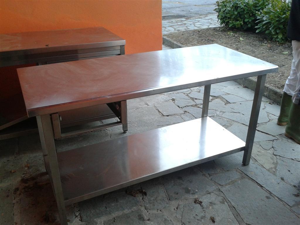Tavoli in acciaio usati termosifoni in ghisa scheda tecnica - Tavolo lavoro cucina ...