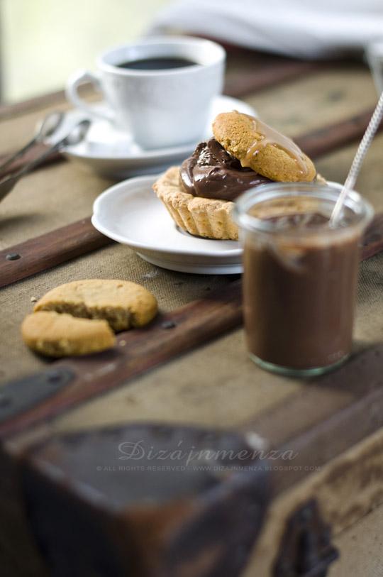Narancslikőrös-csokoládépudingos tartelette sós-karamellás mézespuszedlivel