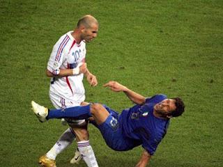 Зидан ударил Матерацци головой