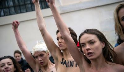 sexys ucranianas celebran desnudas renuncia del papa