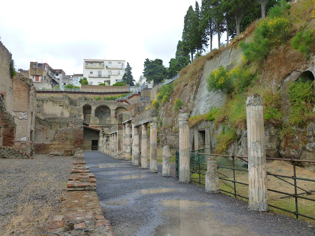 Ecolano, Herculineum colonnaded street