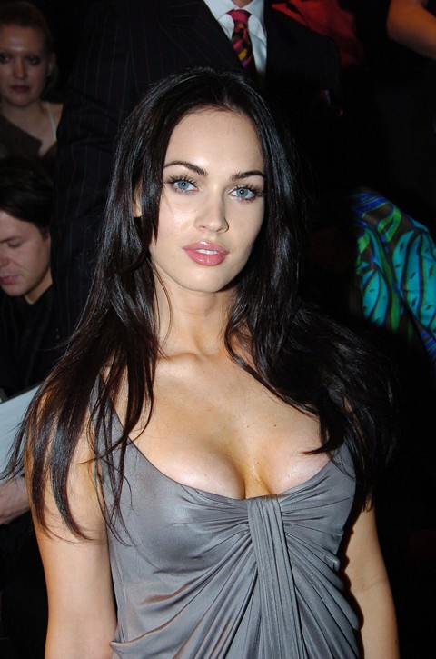 Megan Fox sexy escritorio