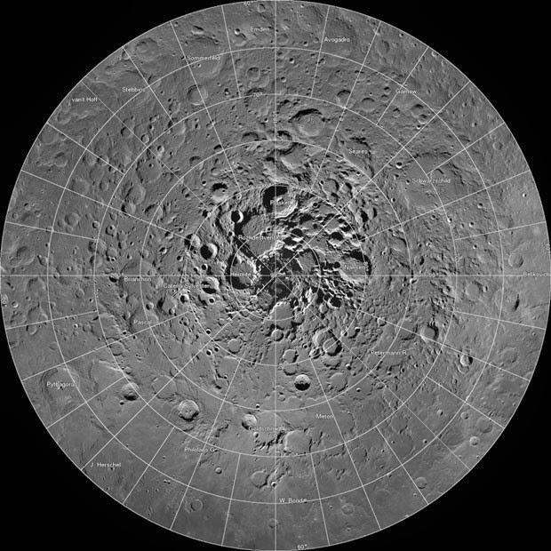 Nasa divulga mosaico com 'superfoto' da face polar norte da Lua