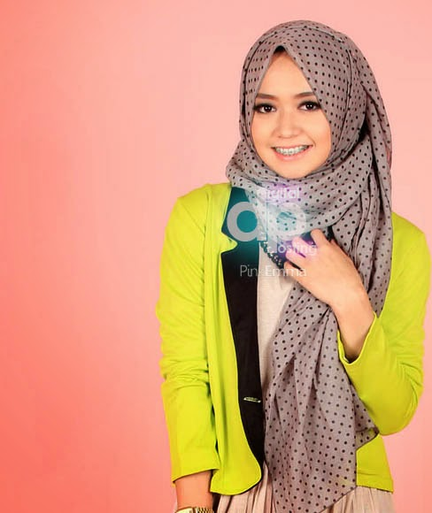 Trend 1. Model Hijab Modern Cantik Ala Dini Djoemiko image