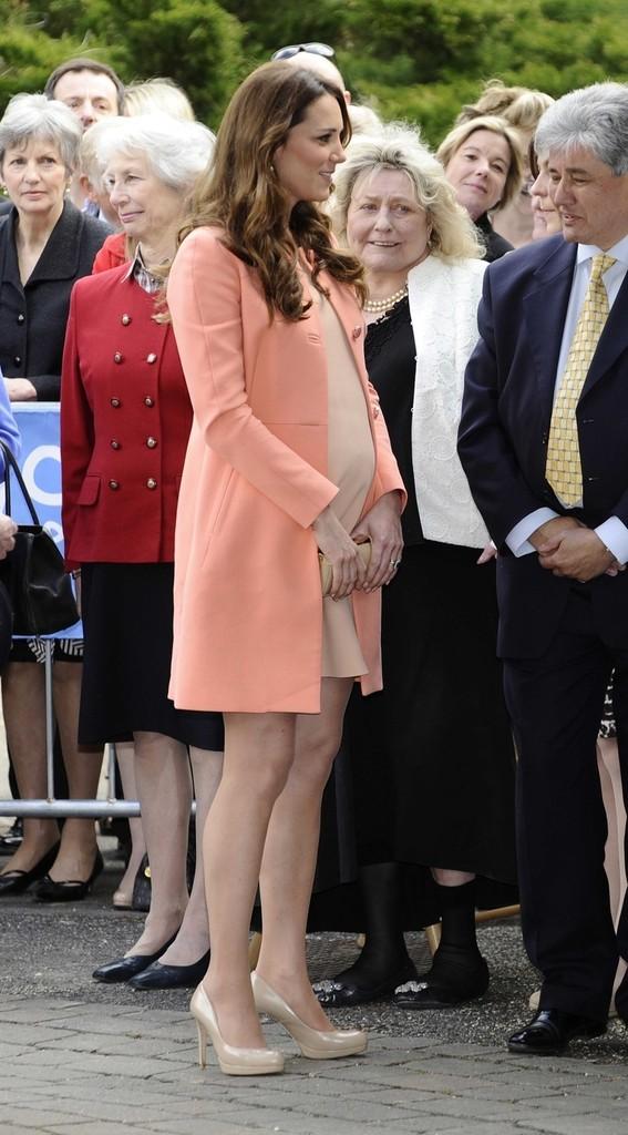 Happy Anniversary To Kate As She Wears Apricot Tara Jarmon