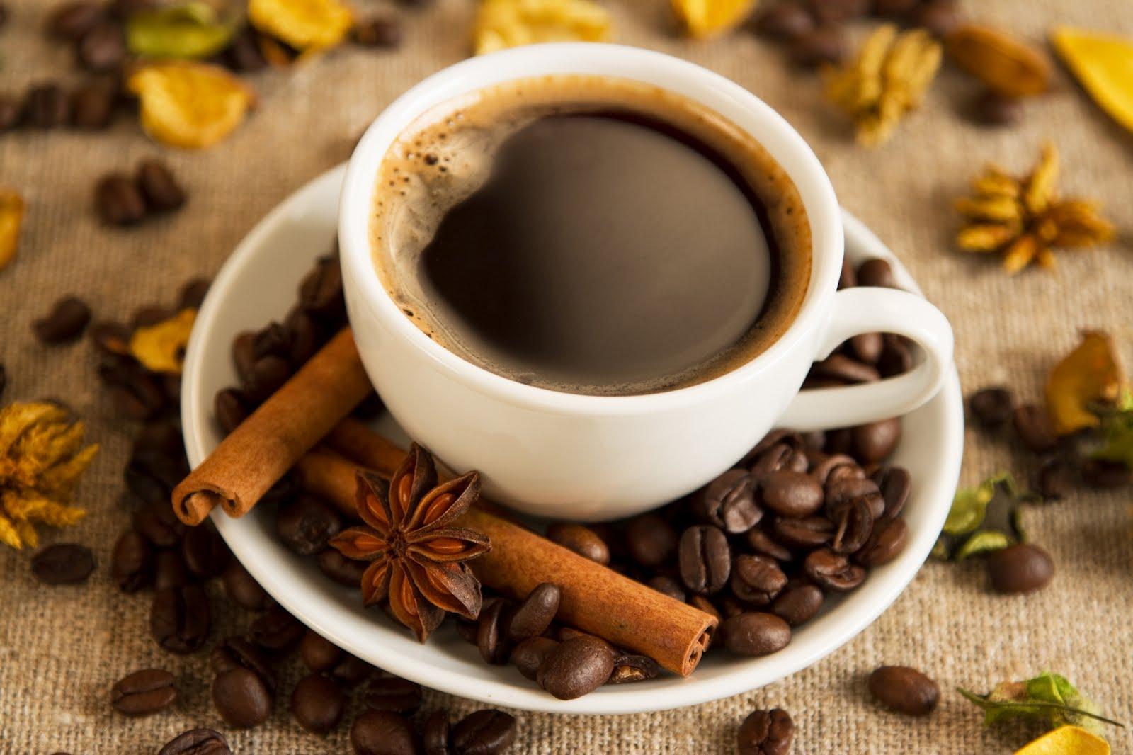 Banco de im genes una deliciosa taza de caf con canela for Tazas para cafe espresso
