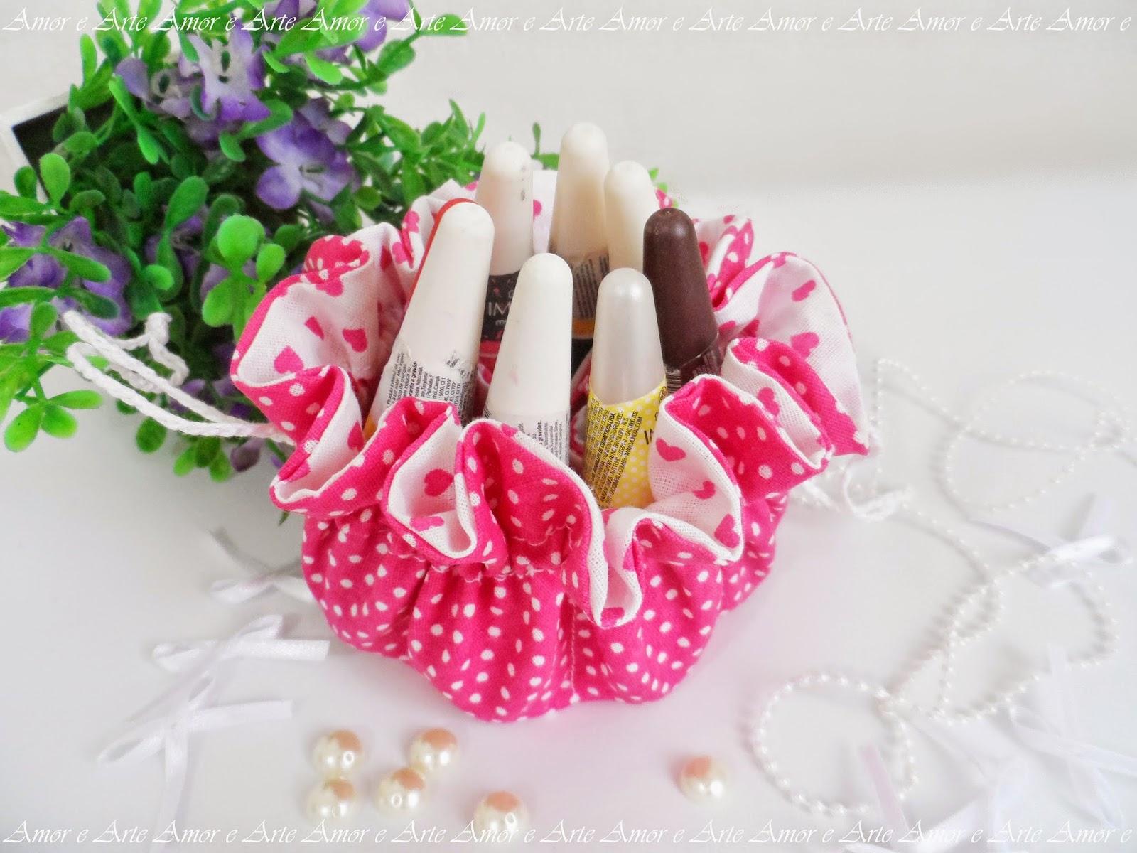 Bolsinha de tecido com divisórias, rosa e branco