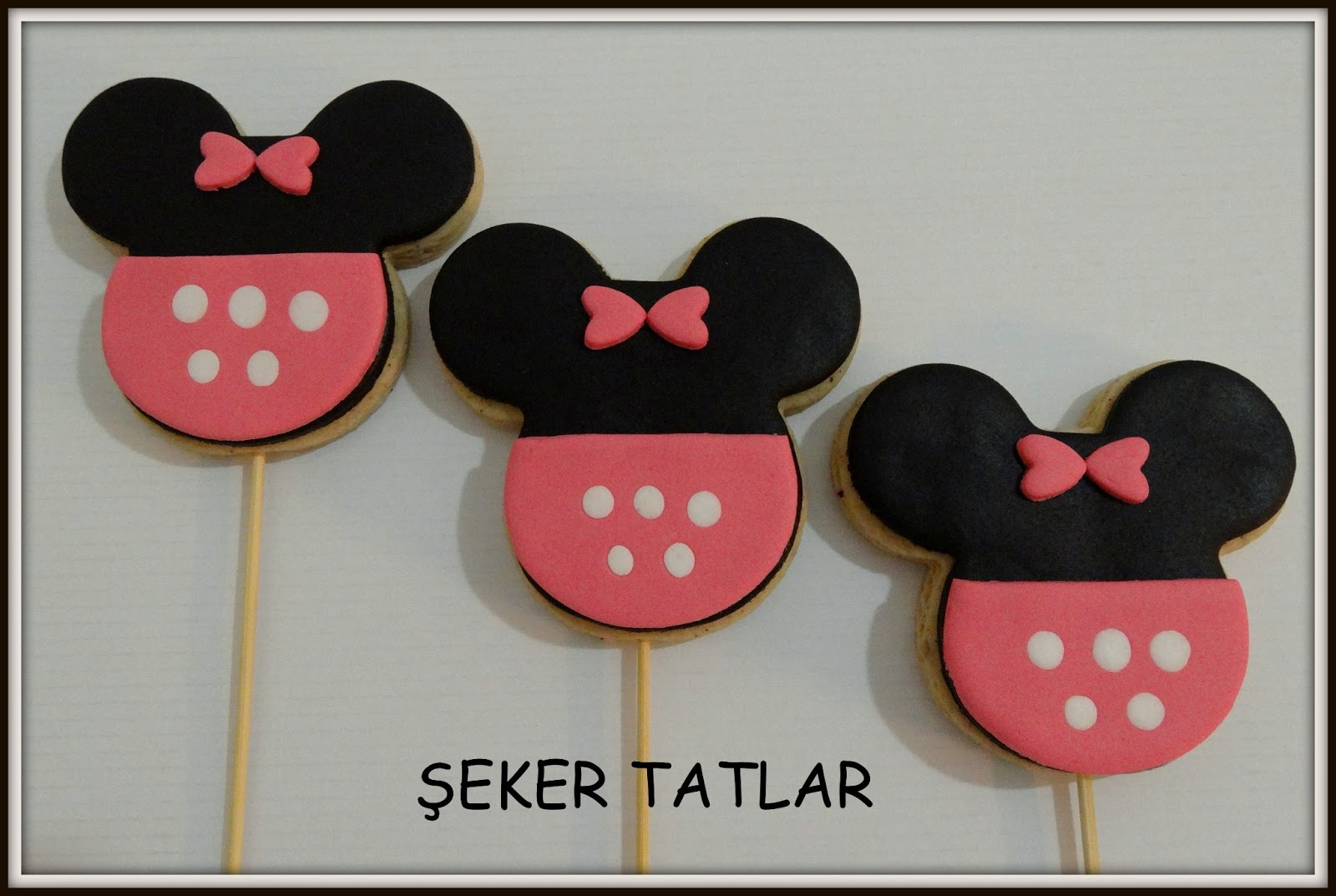 Minnie Mouse (Mini-Miki Fare) Doğum Günü Kurabiyeleri