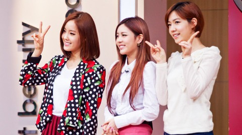 T-ara eunjung, qri and hwayoungs photos from gibalhan chickens signing event