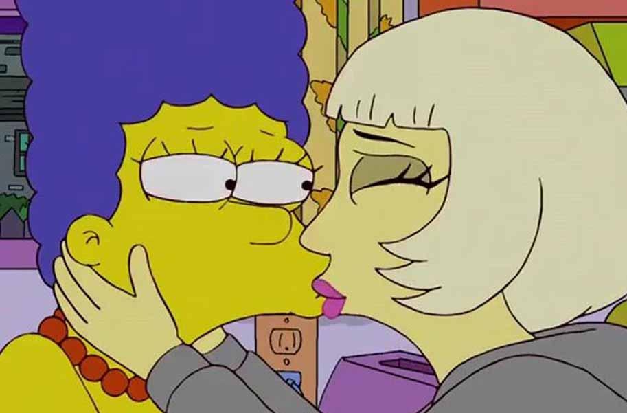 Cantora Aparece Beijando Marge A Matriarca Da Fam Lia Simpsons