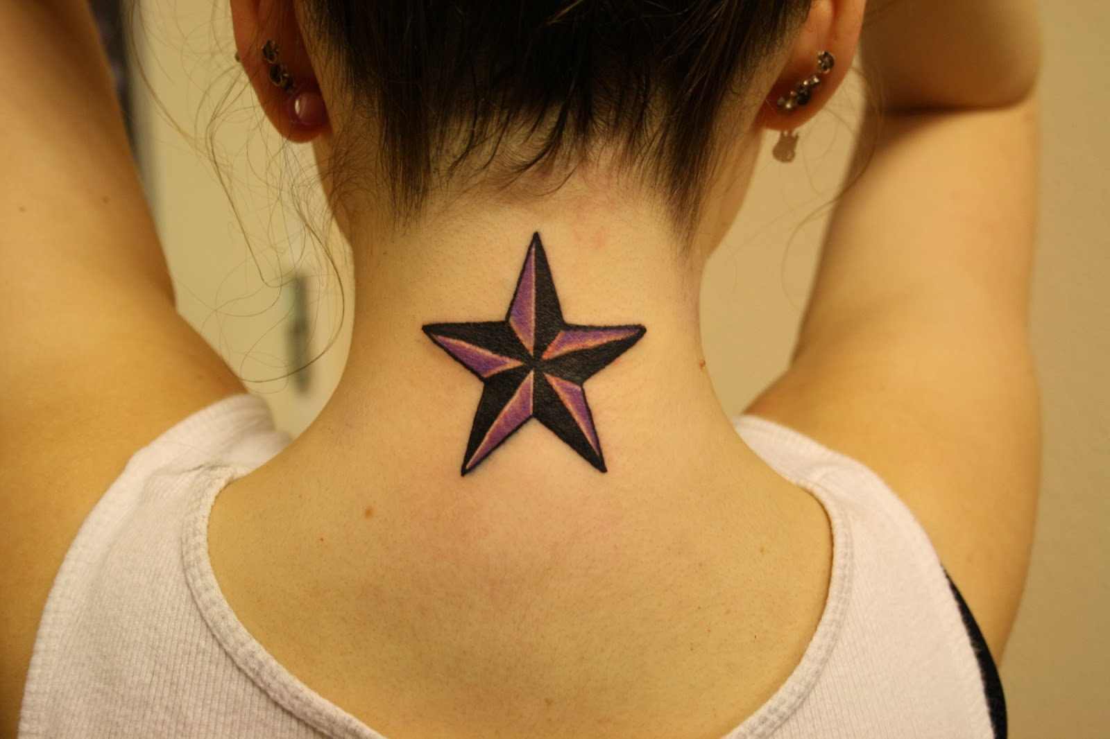 Что значит звезды на шеи тату