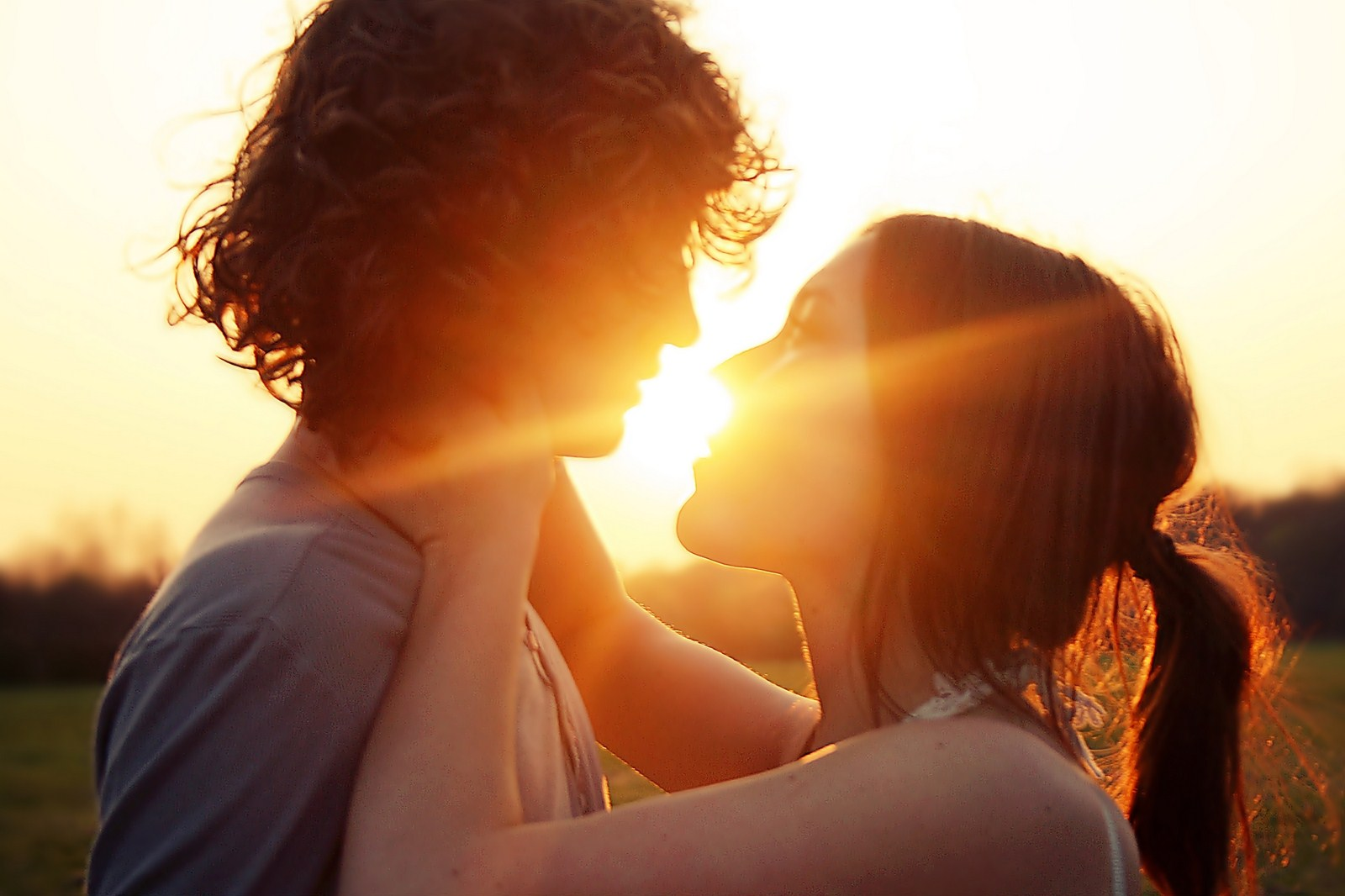 couple kissing wallpapers - photo #31