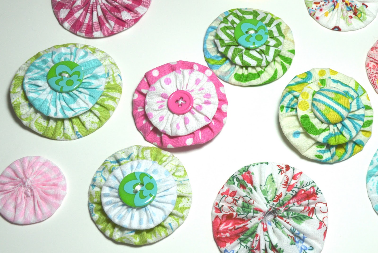 fabric yo yo projects It's been such a fun project for everyone involved yo-yos are small rosette-like shapes that are made simply by gathering the edge of a circle of fabric make the yo yos mini quilt of the month, may: yo-yo coverlet | purl soho clip the yo- yo maker to one of the fabrics by lining up the notches on the.