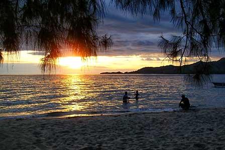 Wisata Pantai Menakjubkan di Indonesia, Keindahan alam indonesia - MizTia Respect