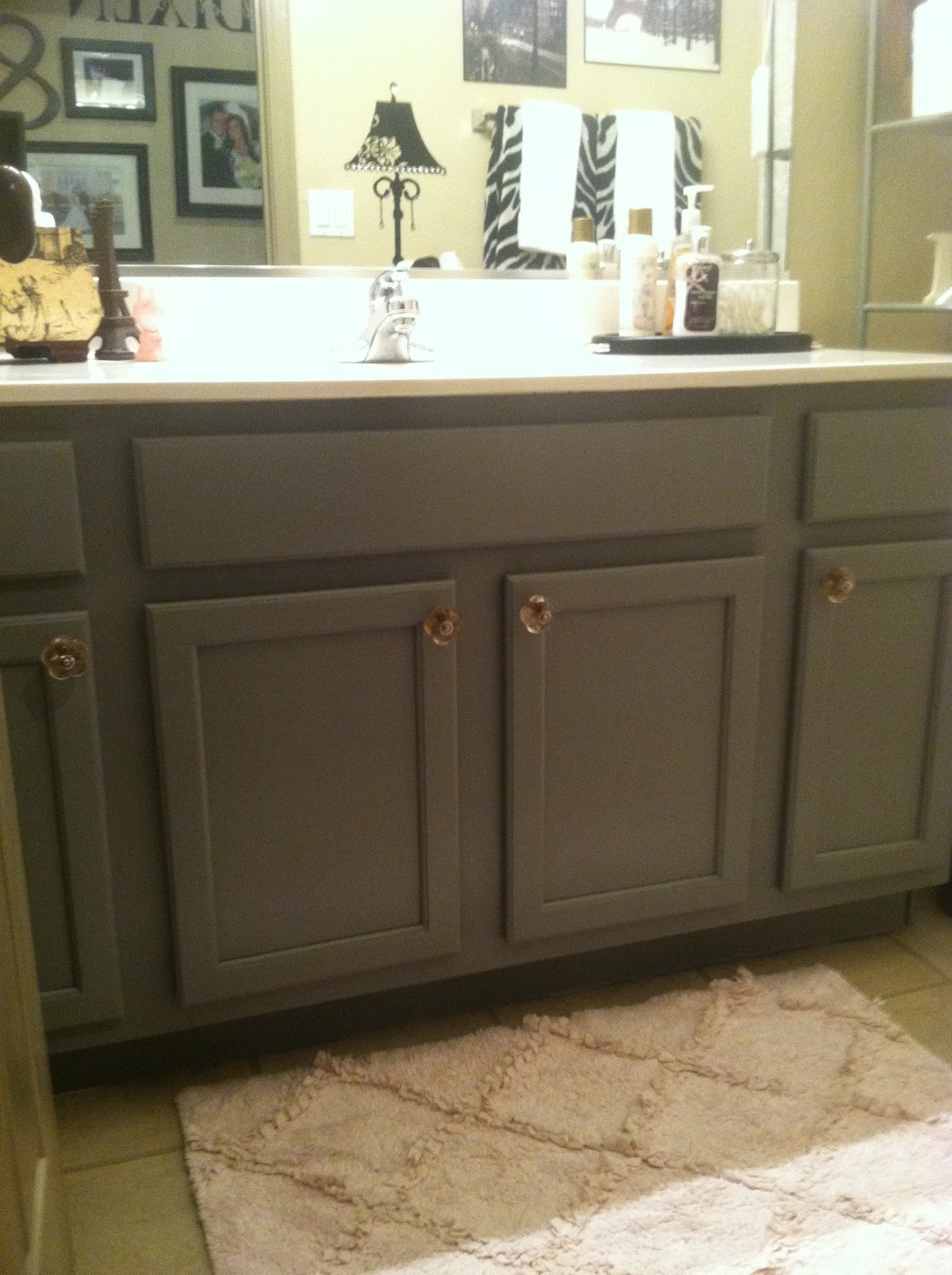 How to do a cheap and easy bathroom update anyone can do Paint bathroom cabinets